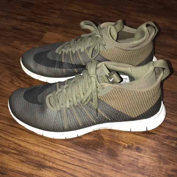 Men's Olive Green Nike Sneakers Size 11